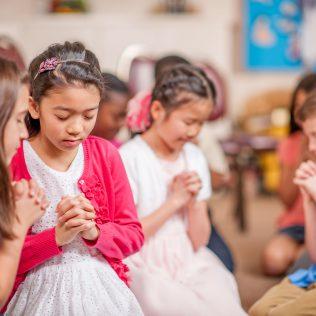 Kinderen-bidden-voor-kinderen